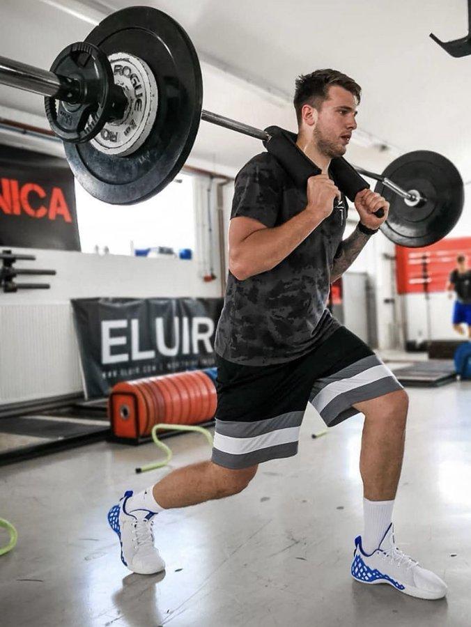 东契奇在斯洛文尼亚期间每天训练两次,饮食由专人负责
