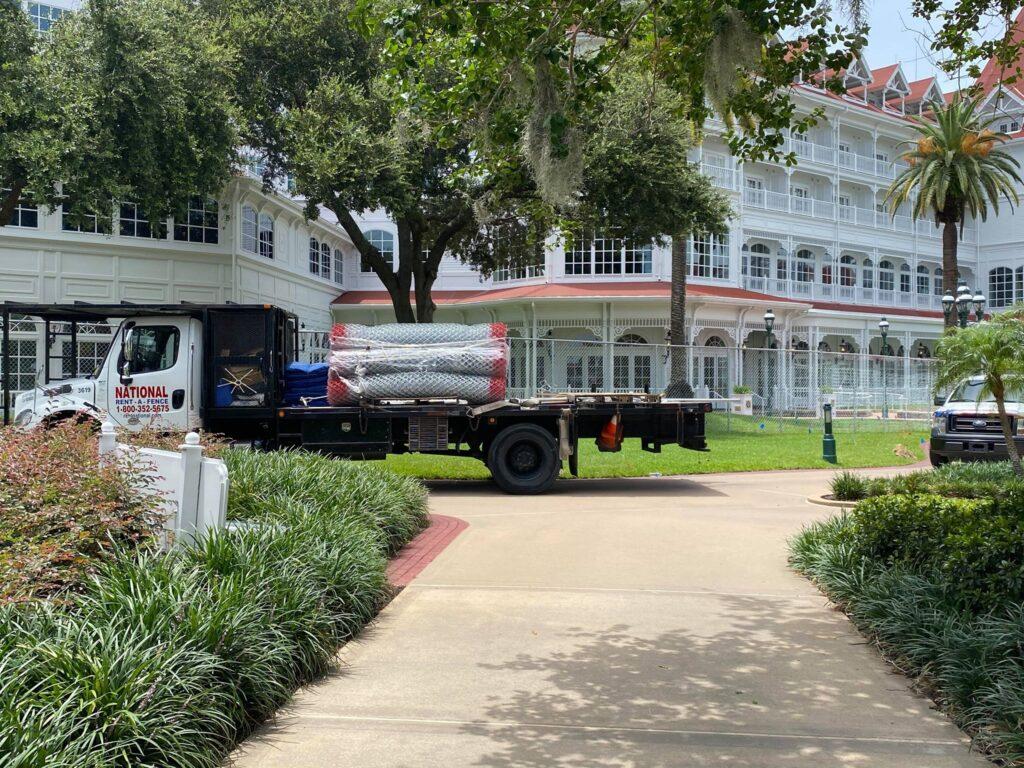 迪士尼世界接待NBA酒店周围加装防护网,严格隔离措施