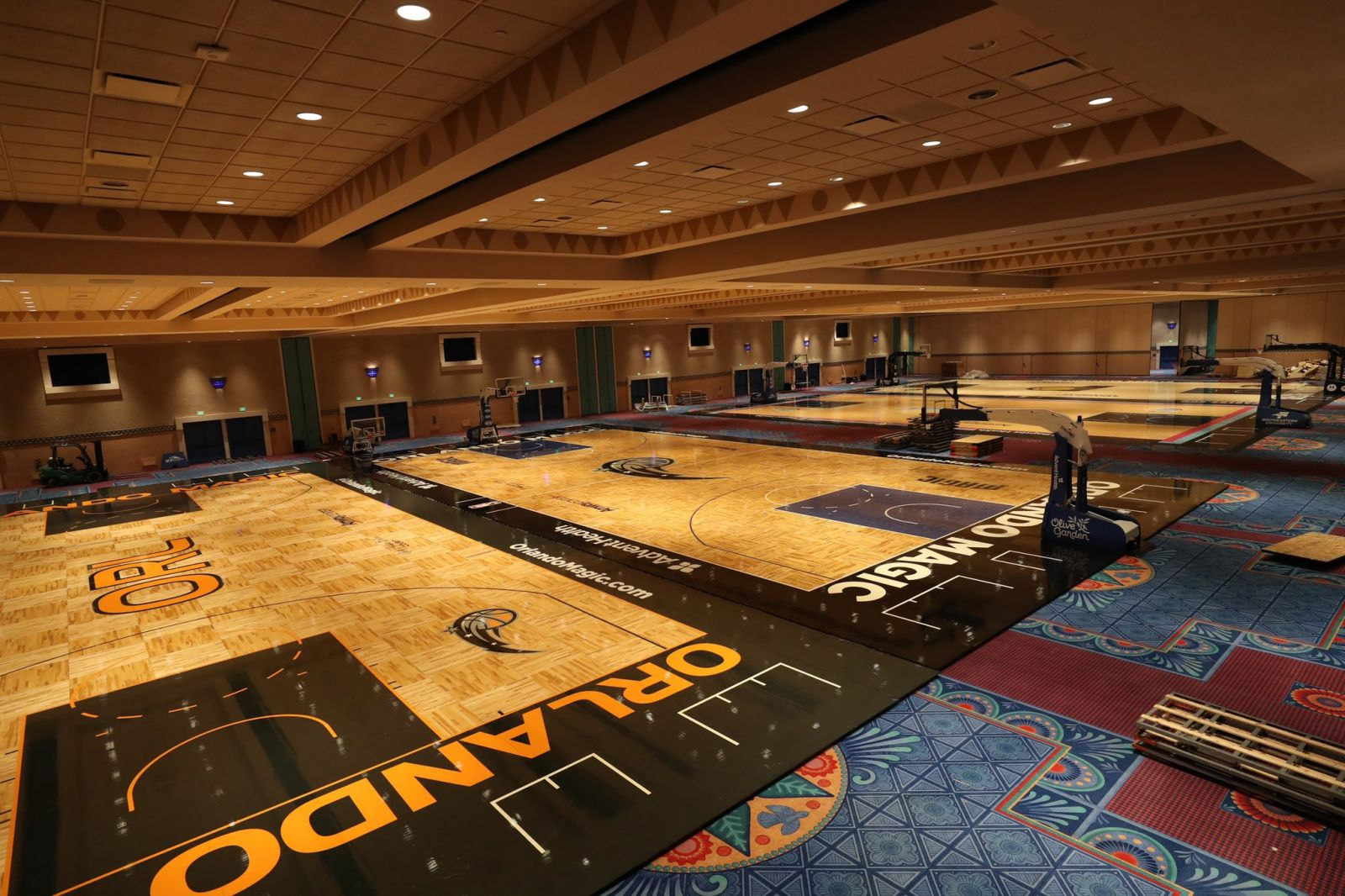 NBA官方推特发布迪士尼世界建造竣工的球队训练场图片