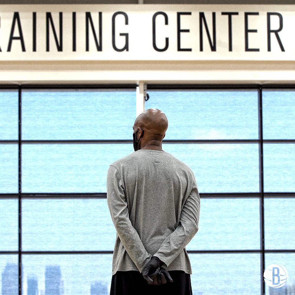 篮网官方晒训练图集:这座城市今年的夏天看起来有些不同