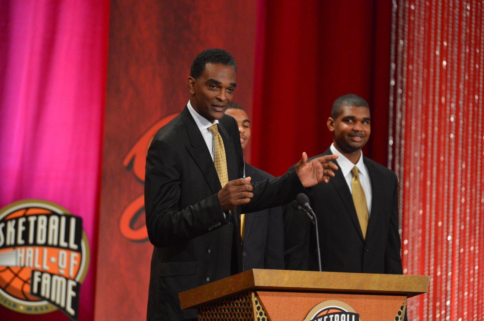 NBA官方祝名人堂球员拉尔夫-桑普森60岁生日快乐