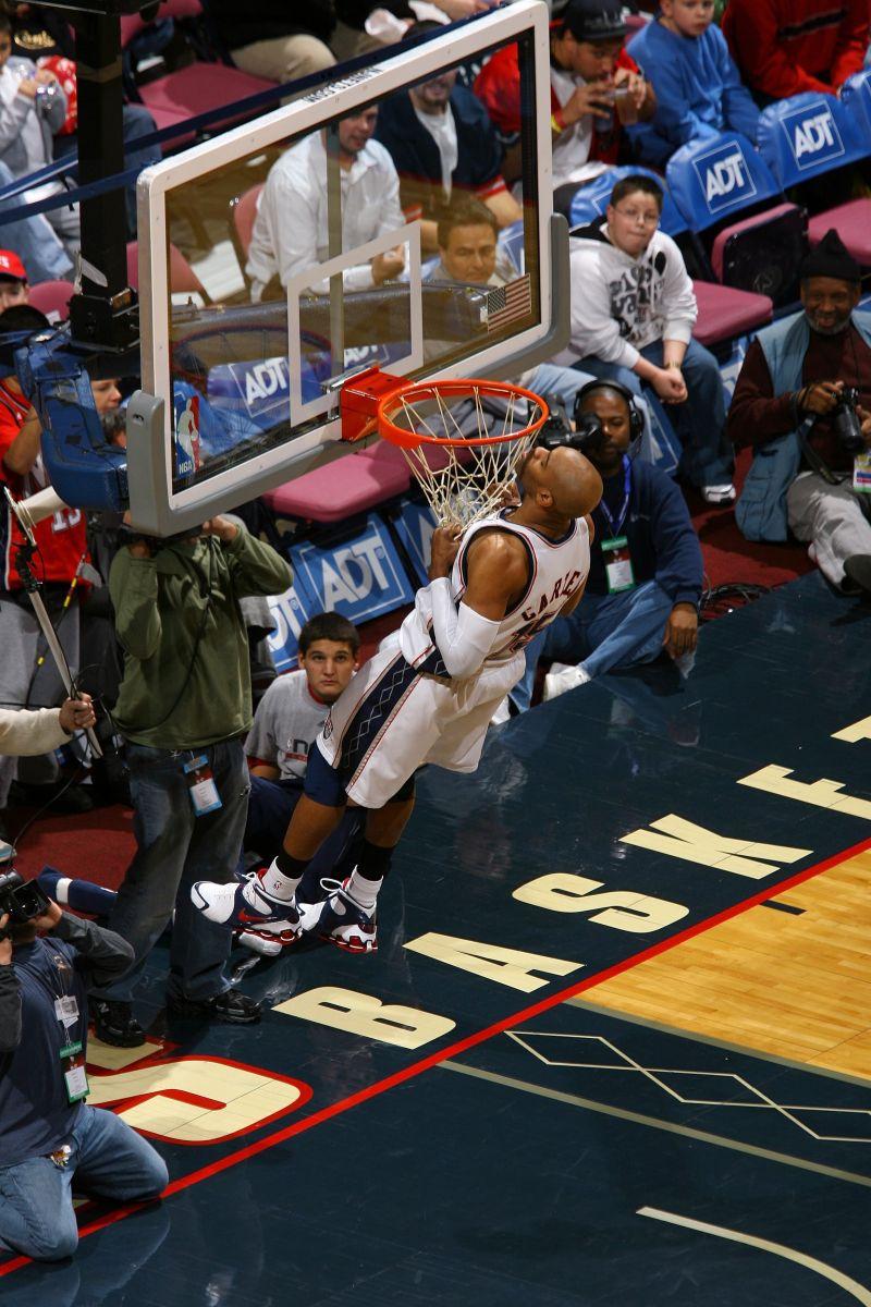 韦德谈篮筐引体向上:这源于自己当时有机会去现场看卡特