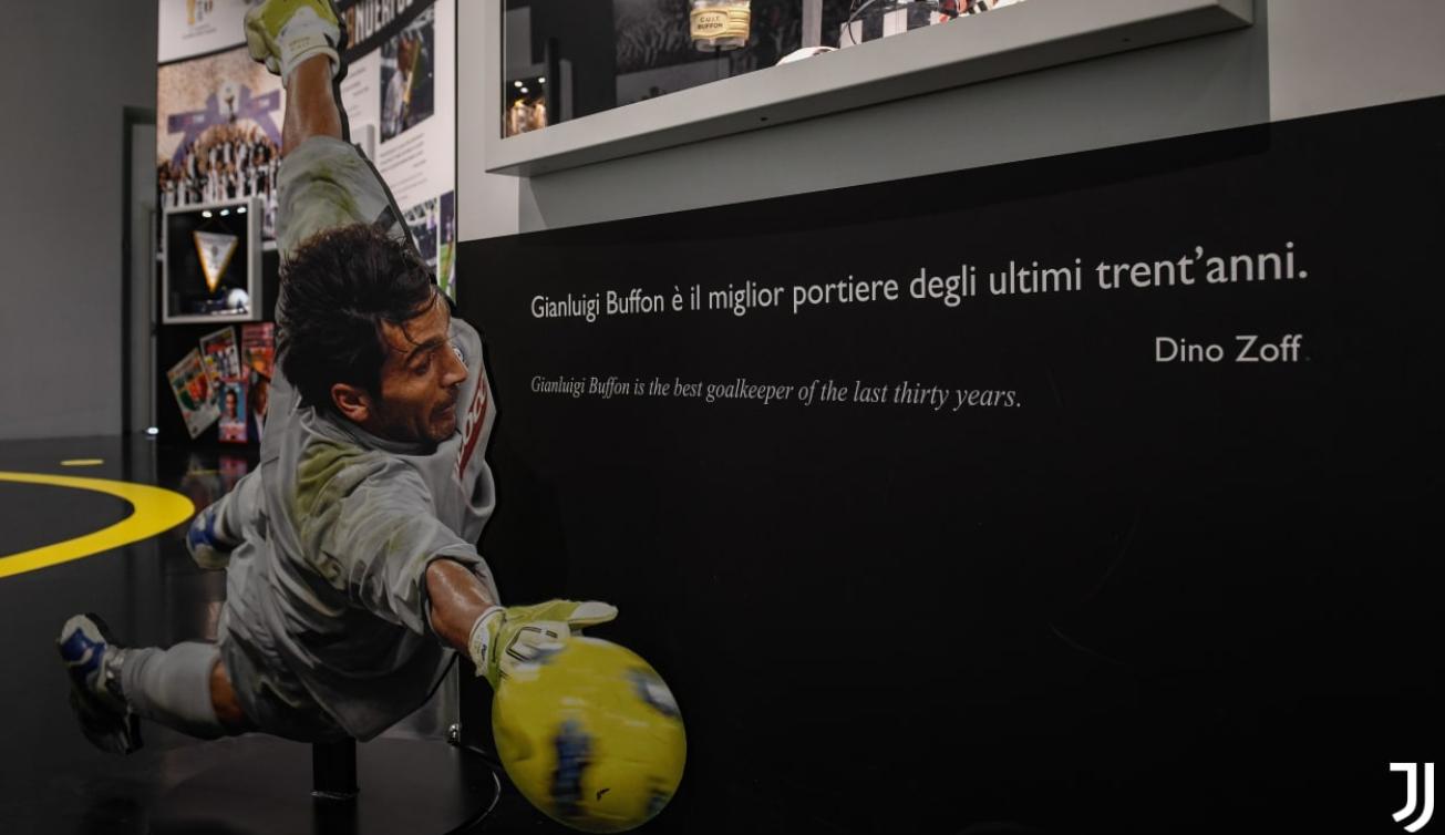 官方:布冯648场纪念球衣和手套进入尤文博物馆珍藏