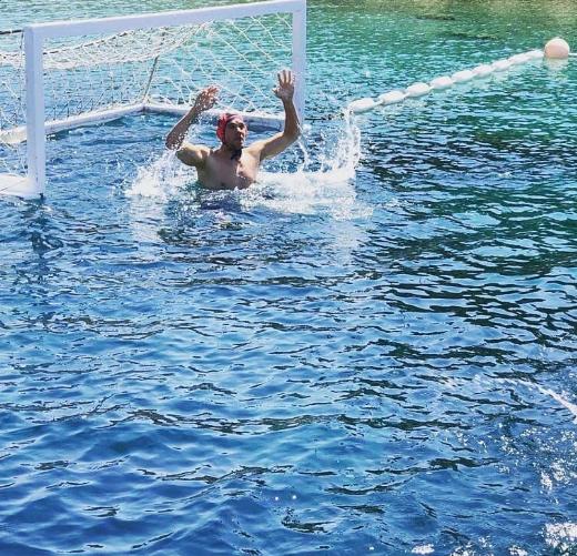 诺伊尔度假练习水球,遭水球奥运冠军调侃
