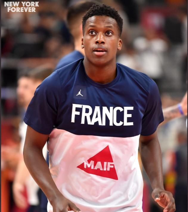 尼克斯晒尼利基纳照片:祝法国的朋友们国庆快乐!