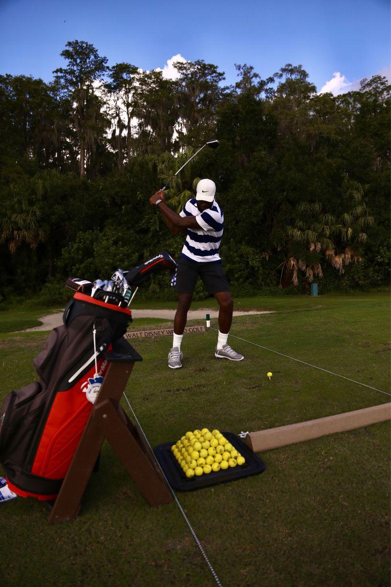 晒球员在迪士尼园区打高尔夫图集,默里领衔