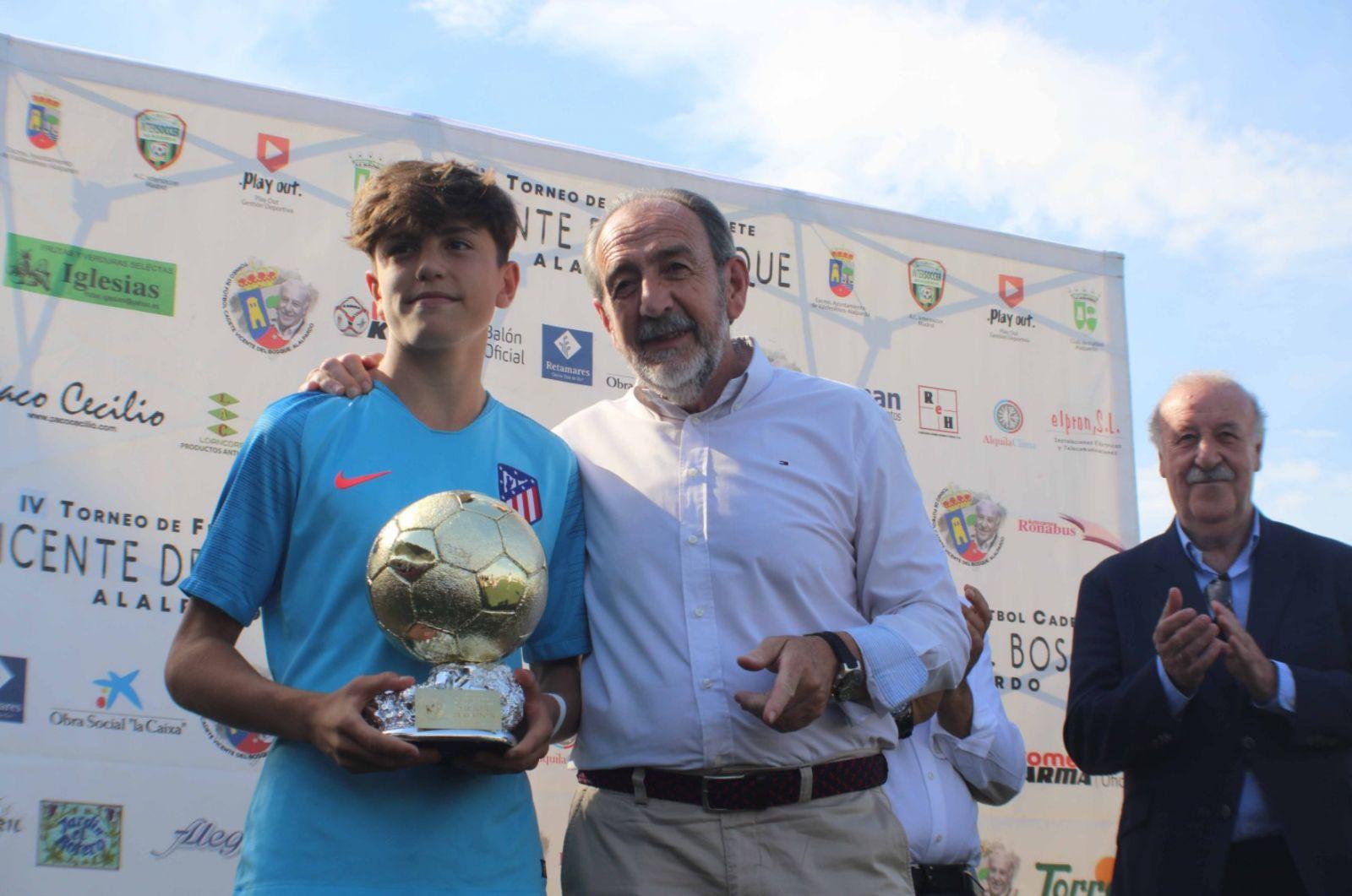 马卡:马竞16岁前锋签约曼联5年,曾吸引多特和皇马关注