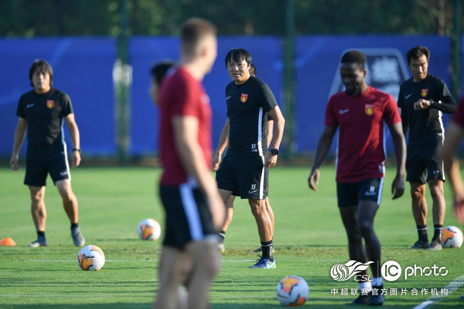 谢峰:赢上港源于全队思想统一,培养年轻球员非常重要 第3张