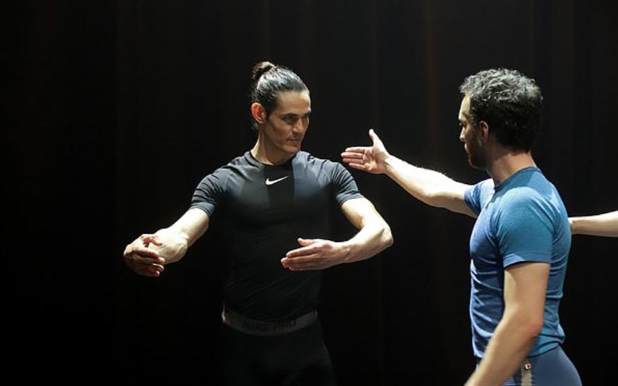 舞姿曼妙!卡瓦尼透露自己通过跳芭蕾舞保持身体状态 第3张