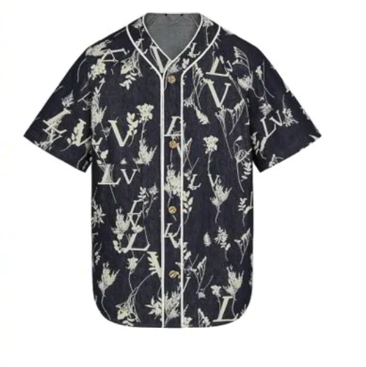 C罗游艇上穿价值两千镑LV套装,球迷调侃:像曼联客场球衣