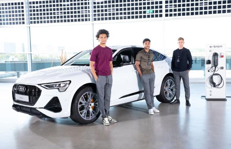 喜提新车!拜仁是世界上第一支开电动车的球队