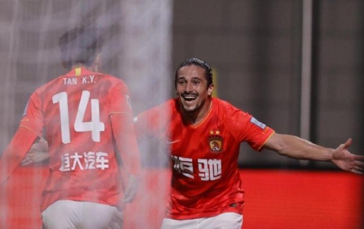 洛国富发微博:没有了伤病的烦恼,踢比赛真是太开心了足球小将