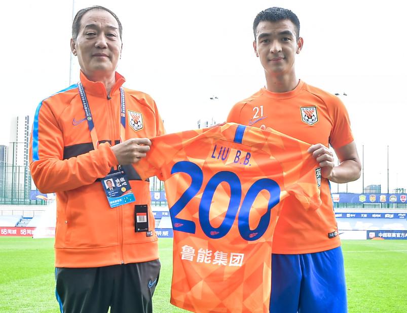 里程碑之战!刘彬彬迎鲁能生涯200场,佩莱迎中超100场足球小将