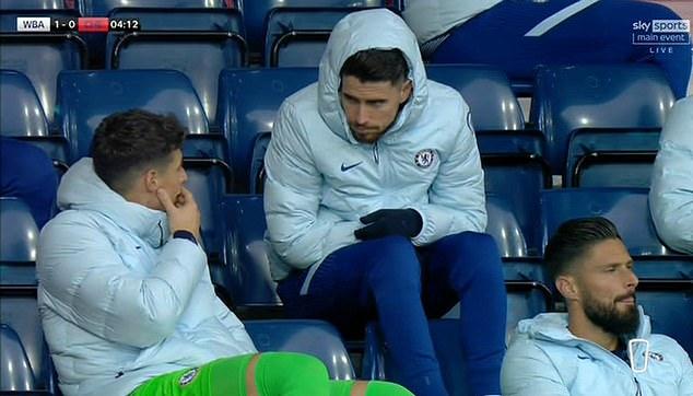 切尔西丢首球后凯帕在替补席上一顿比画,球迷奚弄:真搞笑