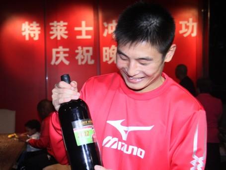 武磊获东亚冲超MVP得20万天价红酒
