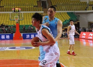 王哲林:不惧困难,踏实打球