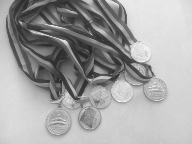 省运会自行车冠军欲抵押8块金牌救母亲