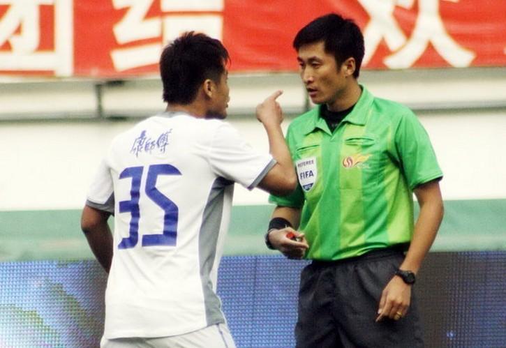 杜震宇因推搡裁判被停赛7场,罚款3.5万