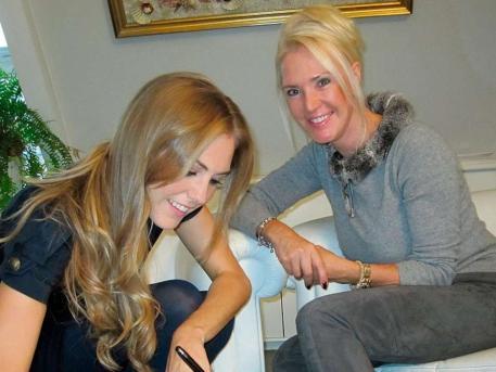 马丁内斯女友签订首个模特职业合同