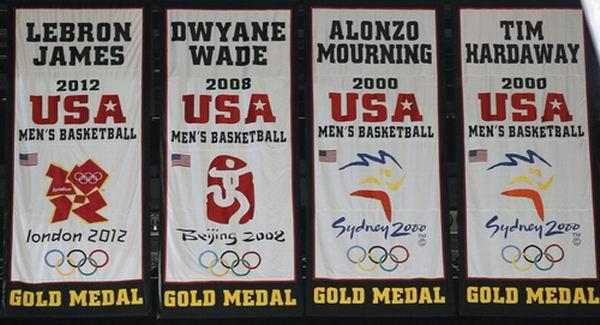 热火为勒布朗升奥运旗帜,波什:心情复杂