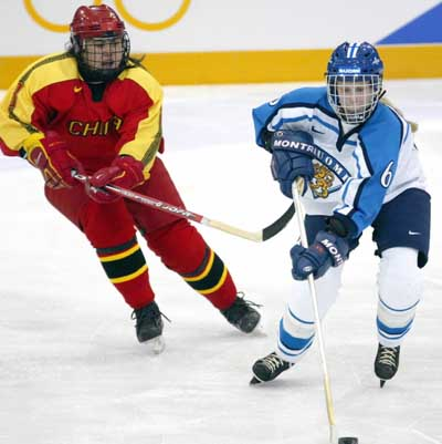 索契冬奥会女子冰球资格赛中国开门红