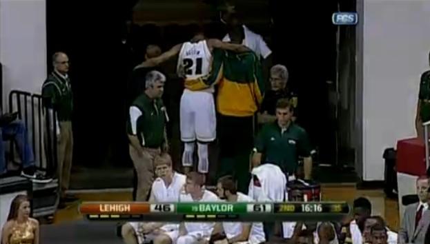 以赛亚-奥斯汀NCAA首秀惊艳|脚踝受伤