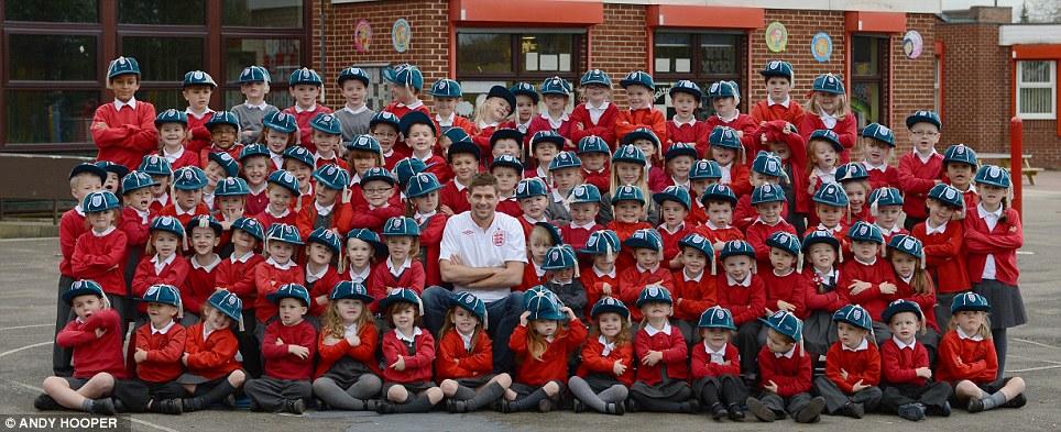 99名孩子与杰拉德共庆百场纪念