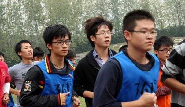 外媒评高校取消长跑:不能戴病夫帽子