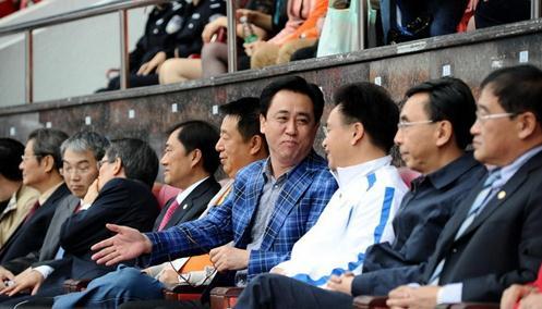 现场:卡马乔首赴广州观战,广东省长亲临