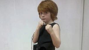 英国7岁男孩晋级跆拳道黑带