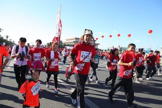 北京马拉松组委会采取有效措施积极应对低温