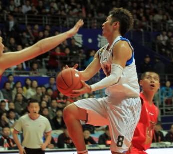 刘炜28+12,帕帅:他是场上领袖和榜样