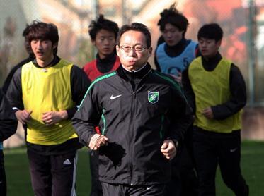 冈田假期当陪练,称绿城U17不如U19