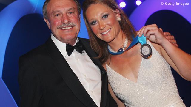 斯托瑟连续三年被授予纽康奖章