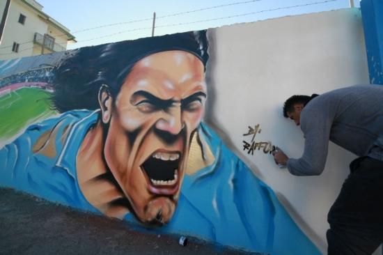 那不勒斯球迷为卡瓦尼制作巨幅壁画像