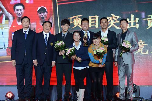2012中国田径之夜举行:刘翔获拼搏奖