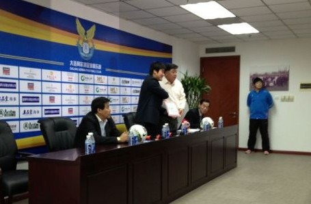 阿尔滨宣布徐弘上任,签约3年明年保8争6