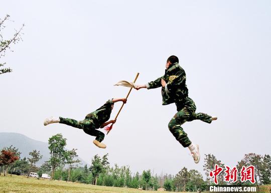 30少林武术高手入伍海军陆战队