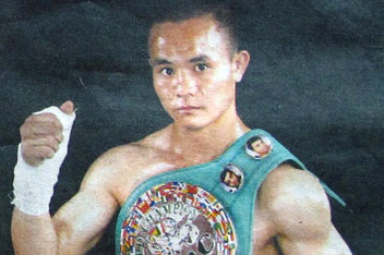中国首位职业拳王熊朝忠已拜阿里为师