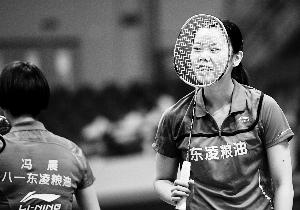 全国羽球团体赛:李雪芮客串双打,八一横扫