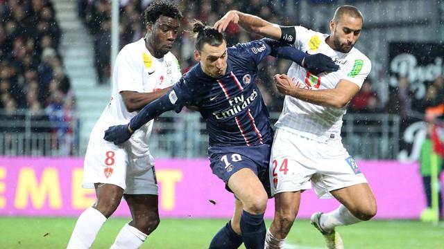 伊布进球,巴黎客场3-0胜10人布雷斯特