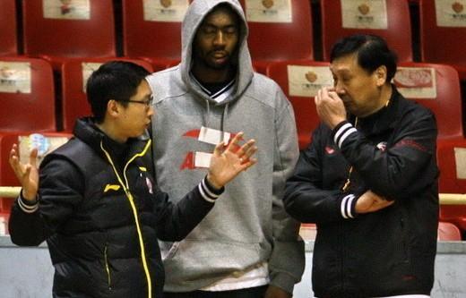青岛老帅给大外援提要求:抢到15个篮板