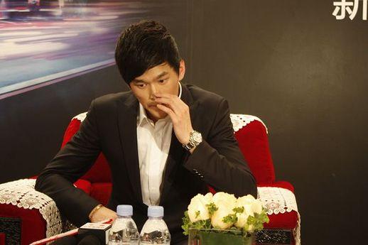 孙杨回应冲突事件:我无法左右小报记者