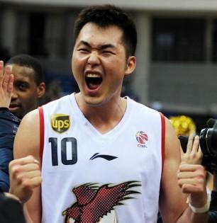 半场11篮板!杨庚霖刷新生涯半场篮板纪录