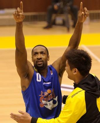 阿里纳斯谈绝杀:感觉就像回到了NBA