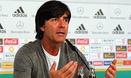 勒夫征召7名拜仁球员,诺伊尔仍是门将首选