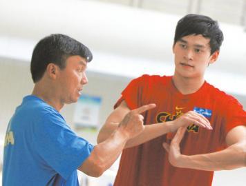 央视记者:孙杨可能一个月以上不回教练身边