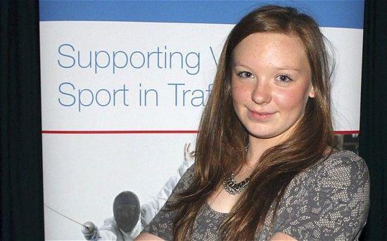 英16岁游泳未来之星突发心脏病去世