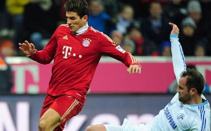 阿拉巴两球戈麦斯传射,拜仁4-0沙尔克