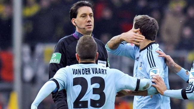 范德法特:为了让裁判出红牌,我夸张了些